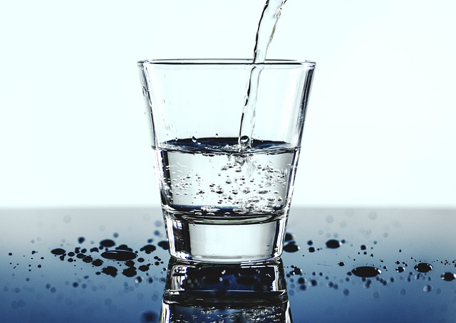 コップ一杯の水を
